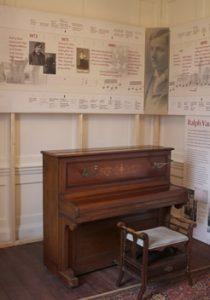 vws_piano-room