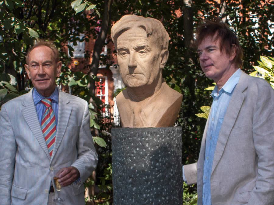 Peter Bull with Julian Lloyd Webber and RVW's bust at Cheyne Walk, Chelsea