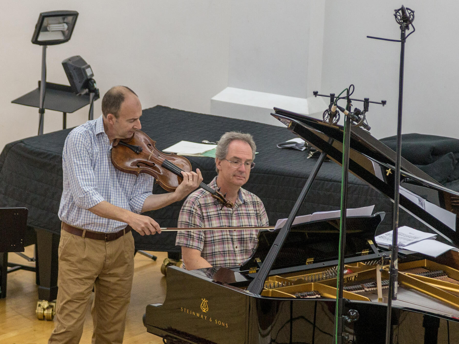 left to right, Martin Outram (viola) and Julian Rolton (piano).